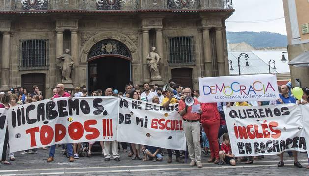 Protesta de padres afectados por las escuelas infantiles en junio de 2016.