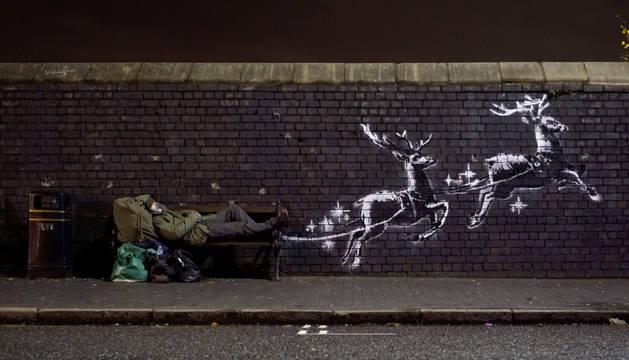 Foto del nuevo mural del artista anónimo en la calle Vyse Street.