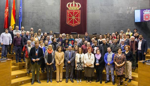 Participantes en el acto de Lectura de la Declaración Universal de Derechos Humanos en el Parlamento de Navarra.