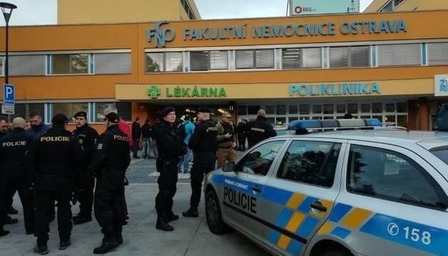 Cuatro muertos y dos heridos graves en un tiroteo en un hospital checo
