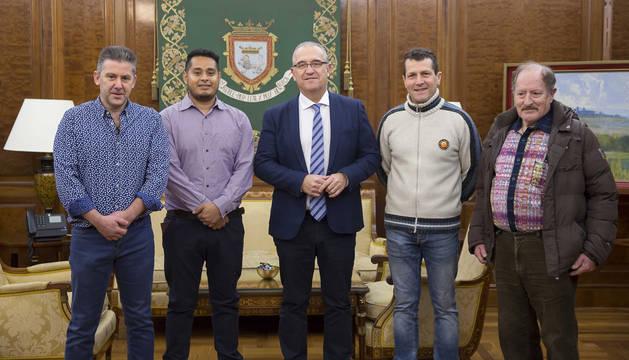 Los asistentes a la reunión en el Ayuntamiento de Pamplona.