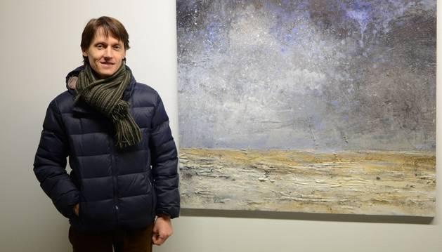 El artista Carlos López se ha decantado siempre por una pintura matérica, llena de texturas.