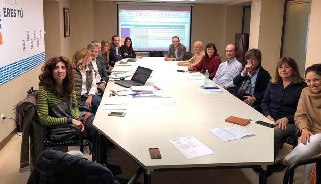 Integrantes del Grupo Motor Campus de Tudela asistentes a la reunión celebrada en el Ayuntamiento.