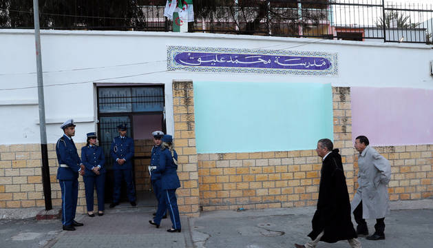 Un colegio electoral en Argel.