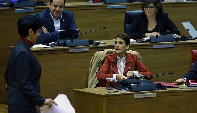 La presidenta María Chivite, durante el pleno de este jueves.