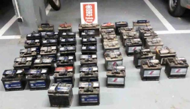 Localizan 43 baterías, posiblemente robadas, que estaban escondidas en Funes