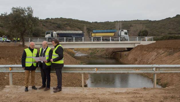 El nuevo puente de Sánsoain supera las pruebas de carga con más de 150 toneladas