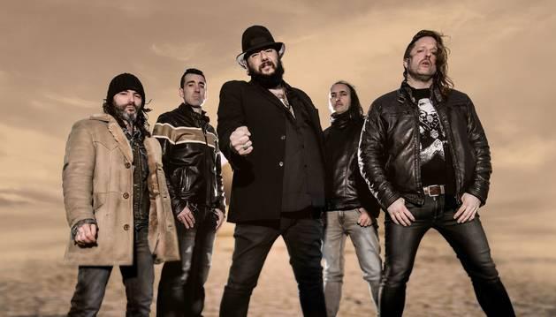 El 1 de mayo, un mes antes de actuar en Pamplona, Marea comenzó la gira de El Azogue.