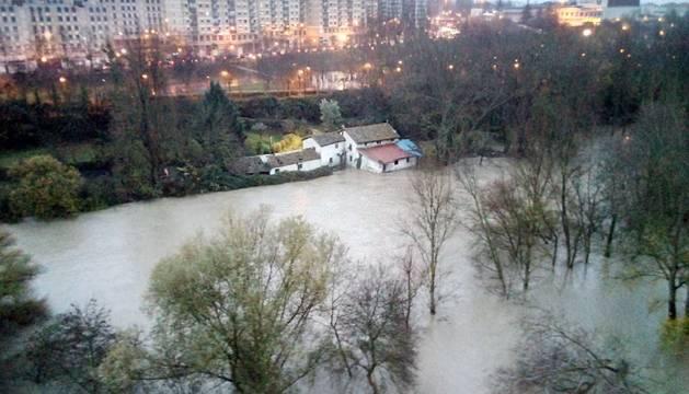 Imágenes de las inundaciones en Pamplona y Villava por el temporal de lluvia