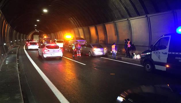 Accidente en el interior de uno de los túneles de la A-15 que se saldó con dos heridos leves.