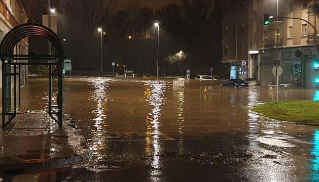 Foto del río Ultzama desbordado en Villava.