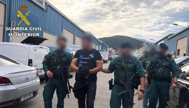 foto de La Guardia Civil detiene a 'El Señor del Puerto', uno de los