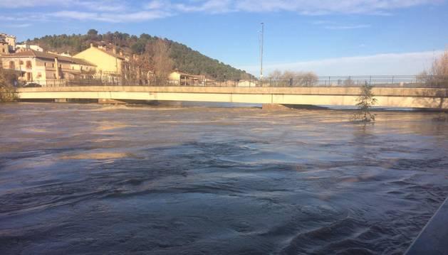 foto de El río Arga a su paso por Funes este sábado a las nueve de la mañana