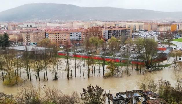 Imagen del río Arga en la zona de la Rochapea, este viernes,