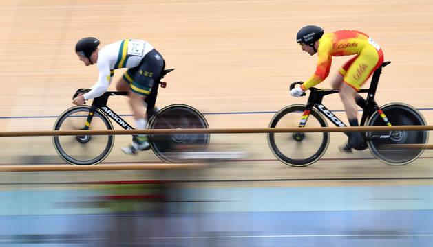foto de El velocista navarro Juan Peralta se enfrentó en la Copa del Mundo de ciclismo en pista al australiano Glaetzer