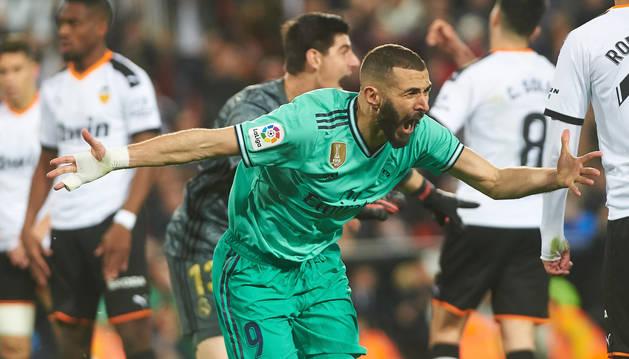 Imagen de Karim Benzema celebrando el gol que ponía el empate ante el Valencia.