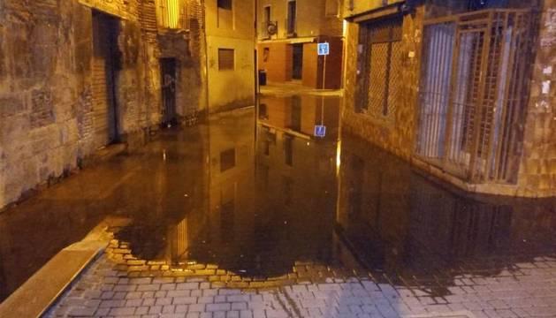 La calle Verjas, en Tudela, en la madrugada de este domingo.