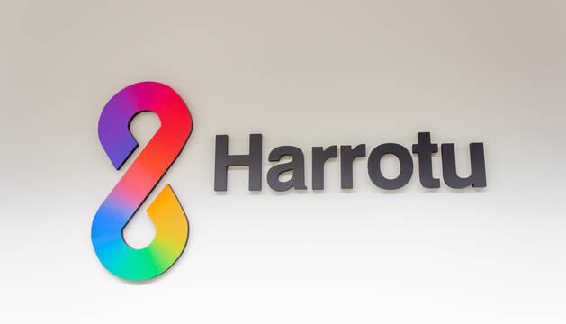 Foto del logo de Harrotu, centro de atención a la diversidad sexual y de género.