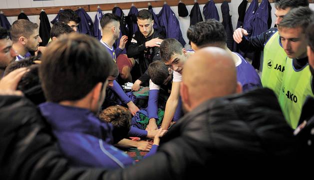 Cuerpo técnico y jugadores hicieron un 'grito de guerra' antes del inicio del partido.