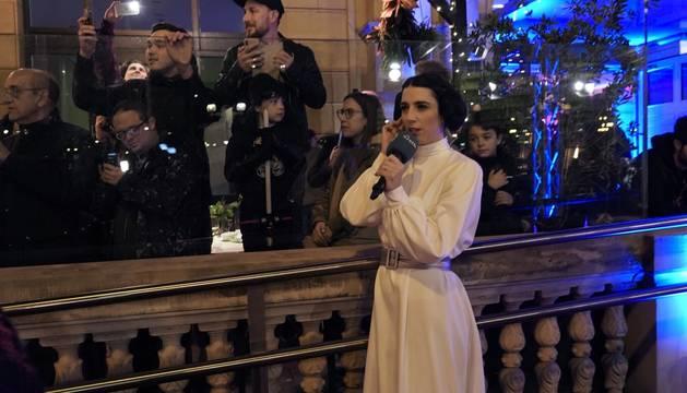 El teatro Victoria Eugenia de San Sebastián acogió este miércoles el preestreno en España de la última película de 'Star Wars', 42 años después de que también lo hiciera con 'La guerra de las galaxias'.