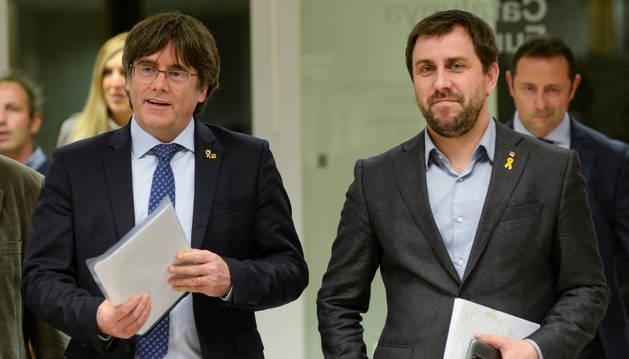 Foto de Puigdemont y Comín, en Bruselas.
