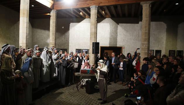 Un momento de la lectura del pregón navideño de Pamplona en Condestable.