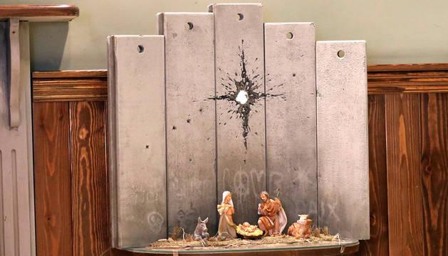 Banksy instala en Belén un provocador pesebre en su hotel