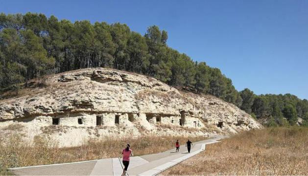 Recreación del proyecto turístico que descubrirá algunas de las cuevas de Lerín mediante paseos interpretativos.