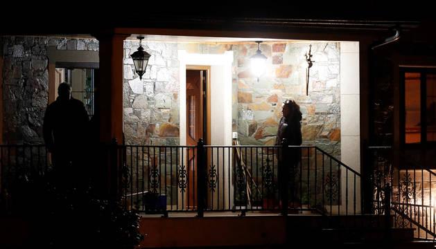 Exterior de la vivienda donde fallecieron los tres intoxicados.