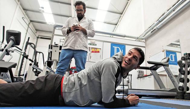 Ioseba Fernández, en la clínica TDH de Mutilva Baja, en su recuperación de la lesión del aductor, en junio.