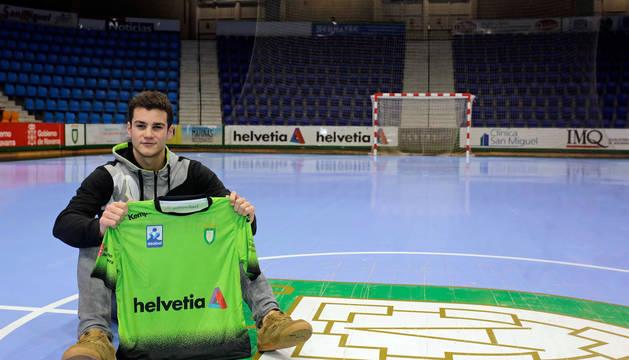 El central navarro Ander Izquierdo ha renovado con Anaitasuna hasta la temporada 2022-2023.