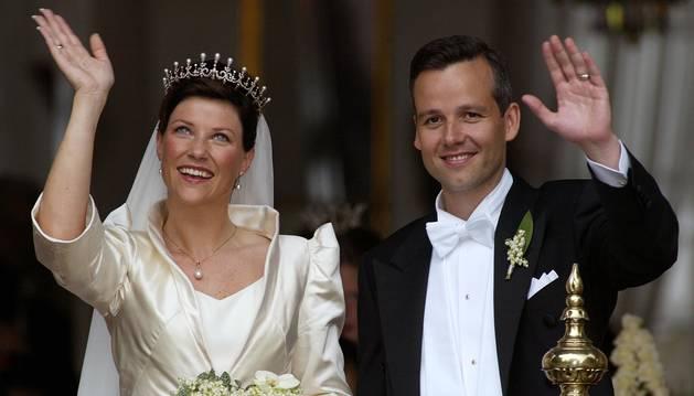 Foto del día de la boda de Marta Luisa de Noruega y Ari Behn, en 2002.