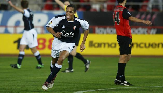 Valdo, en el momento de anotar uno de sus dos goles en Mallorca.