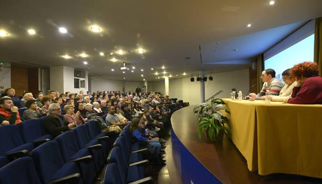 Muchos vecinos acudieron a la presentación del documental en la Casa de Cultura de Olite.