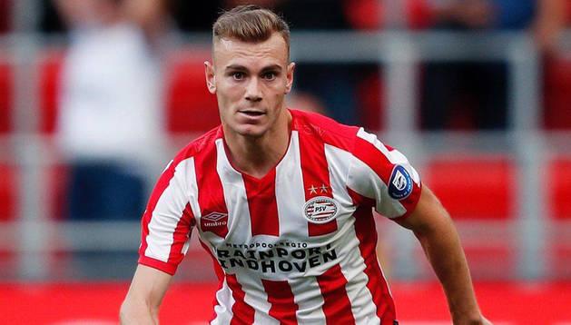 Toni Lato, con la camiseta del PSV al comienzo de temporada.