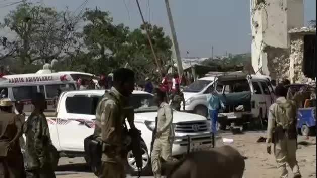 La explosión de un coche bomba en Somalia causa decenas de muertos