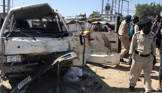 La explosión ha afectado a un minibús.