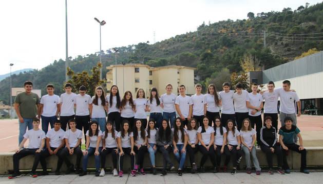 Foto de los alumnos de 4º de ESO del IES Tierra Estella que participaron en el desafío deportivo puesto en marcha por el centro fuera del horario escolar.