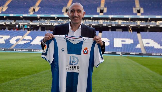 foto de Abelardo Fernández, presentado como entrenador del RCD Espanyol.