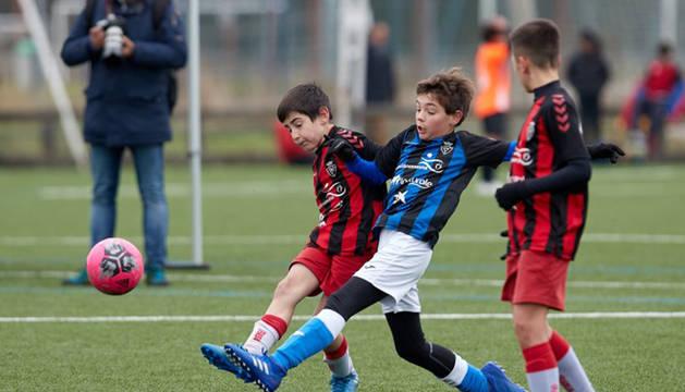 Imagen de uno de los partidos del Interescolar disputados este lunes.