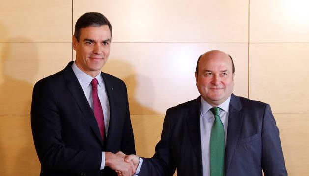 Foto del presidente del Gobierno en funciones, Pedro Sánchez, y el presidente del PNV, Andoni Ortuzar.