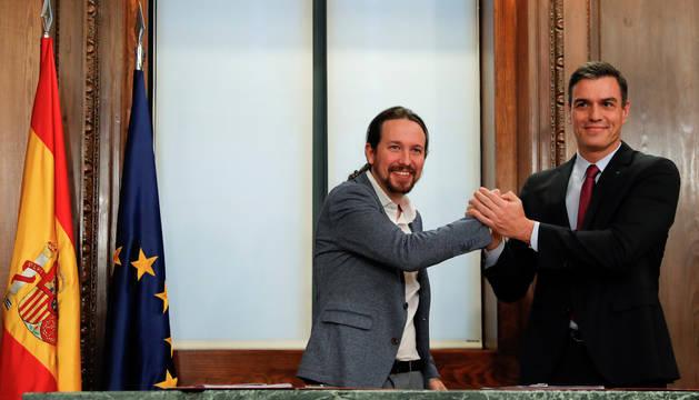 Foto de Pedro Sánchez y Pablo Iglesias, en su comparecencia de este lunes.