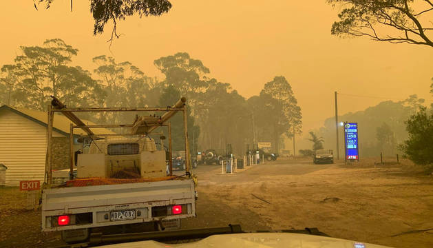 Bega Valley, en Nueva Gales del Sur, rodeada por el fuego.
