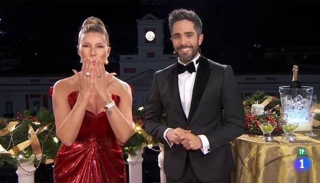 Roberto Leal y Anne Igartiburu, en las campanadas de TVE.