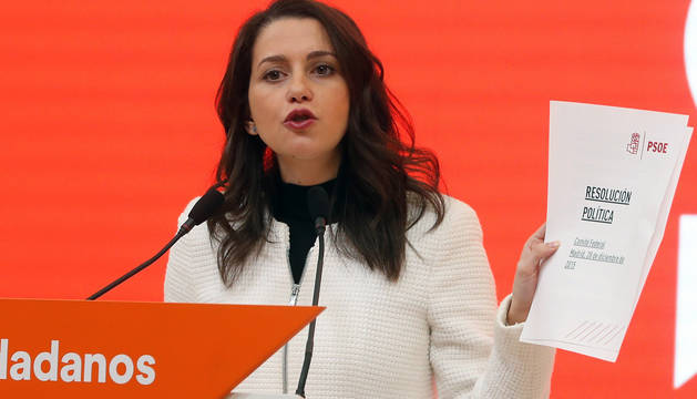 La presidenta y portavoz del grupo parlamentario de Ciudadanos en el Congreso, Inés Arrimadas, durante la rueda de prensa de este jueves.
