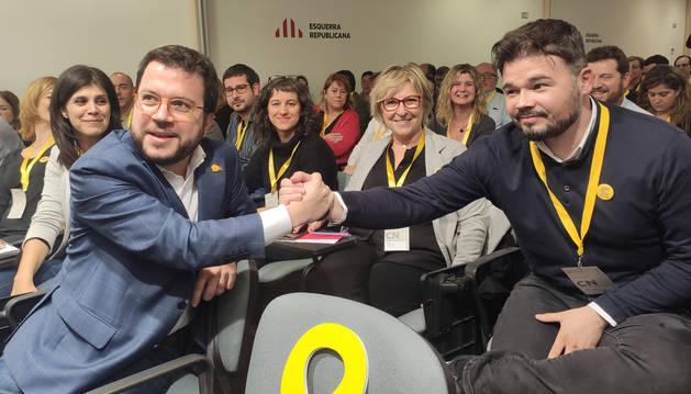 El coordinador nacional de ERC, Pere Aragonès, junto a Gabriel Rufián.