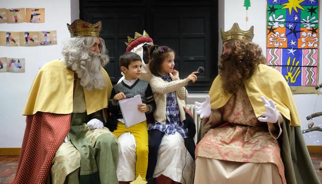 Los niños 'entrevistan' a los Reyes Magos