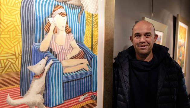 El madrileño Javier Ortas, ante una de las acuarelas de la exposición Sentimiento lírico.