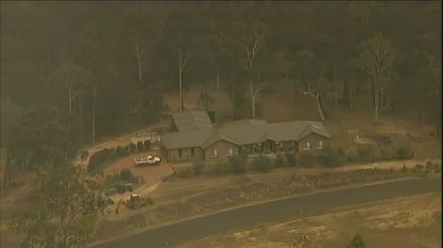 Miles de personas huyen de los incendios en Australia