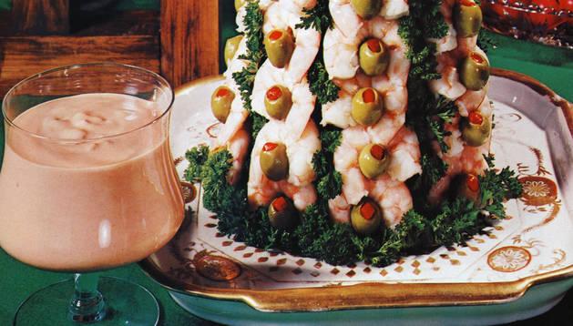 Árbol de langostinos aparecido en el recetario 'The illustrated encyclopedia of American cooking' de 1972.